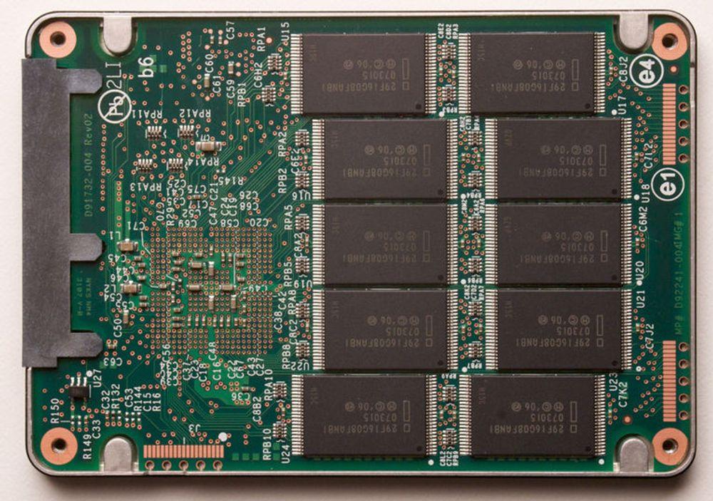 Intel X25-M er en 2,5 tommers flashdisk som tilbys med 80 eller 160 gigabytes.