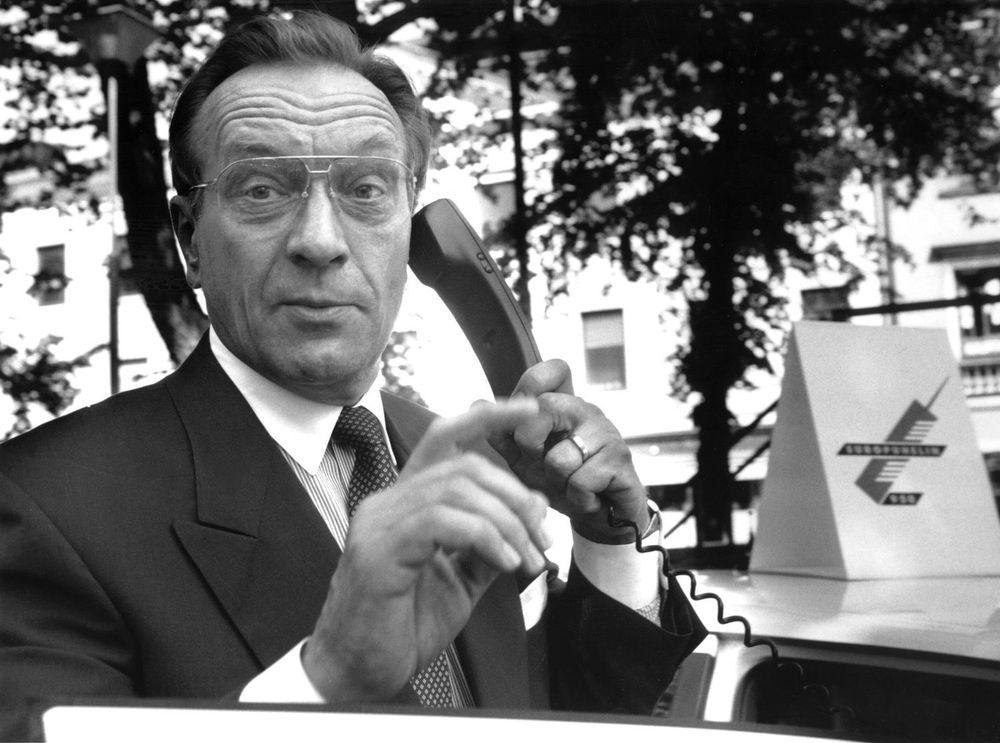 Daværende statsminister i Finland, Harri Holkeri, gjennomførte verdens første mobilsamtale over en kommersielt GSM-nett i Finland den 1. juli 1991.