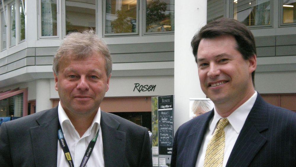 Strategidirektør for informasjonsforvaltning i IBM, Andrew Warzecha (til høyre), og programvaresjef i IBM Nordic, Bjørn Nordby, mener bedrifter må bruke nye verktøy og avsette egne eksperter i kampen for datakvalitet.