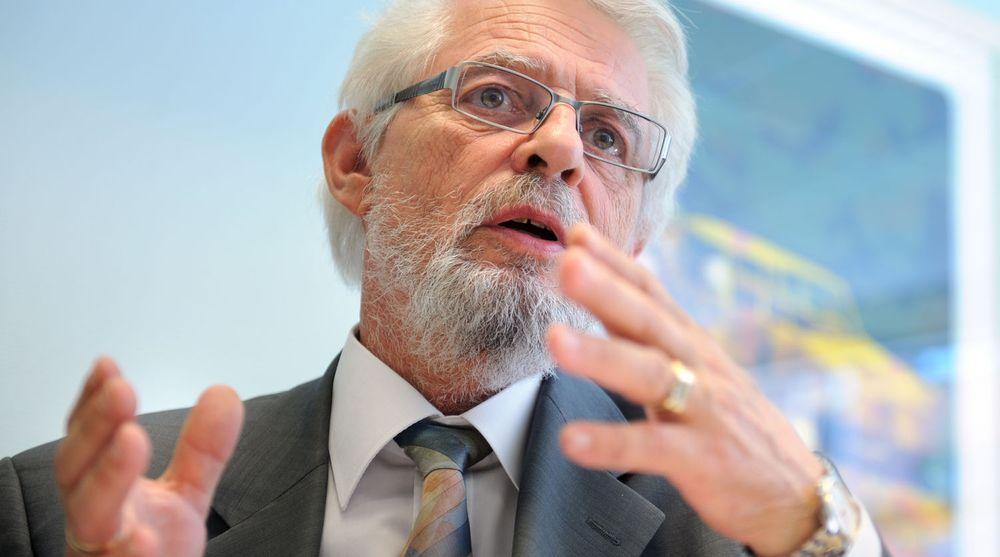 Riksrevisor Jørgen Kosmo mener mangeldull overordnet styring av IKT-systemer har svekket samhandlingen innen politi, domstoler og kriminalomsorg.