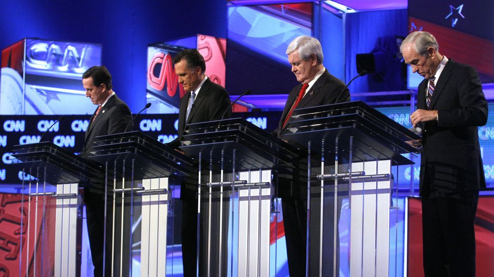 De fire gjenværende, republikanske presidentkandidatene under en debatt i Charleston, South Carolina den 19. januar 2012. Fra venstre Rick Santorum, Mitt Romney, Newt Gingrich og Ron Paul.