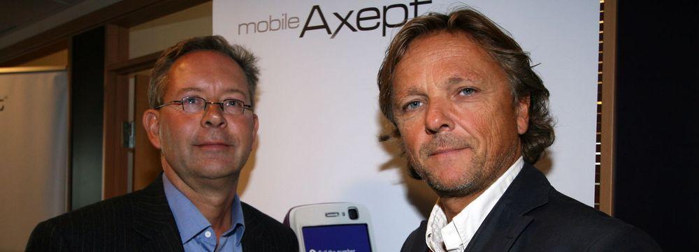 Mobil betaling gir spennende muligheter mener daglig leder i MobileAxept Helge Krøgenes (til v.) og forretningsutvikler Lars Sigve Bilstad.