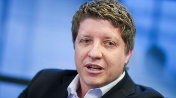 Teknologidirektør i Telenor Norge, Frode Støldal, begynner nå det store skrittet vekk fra kobber. Selskapet har dårlig tid - kobberbasert telefoni-teknologi er utdatert og om få år slutter leverandørene å supportere utstyret.