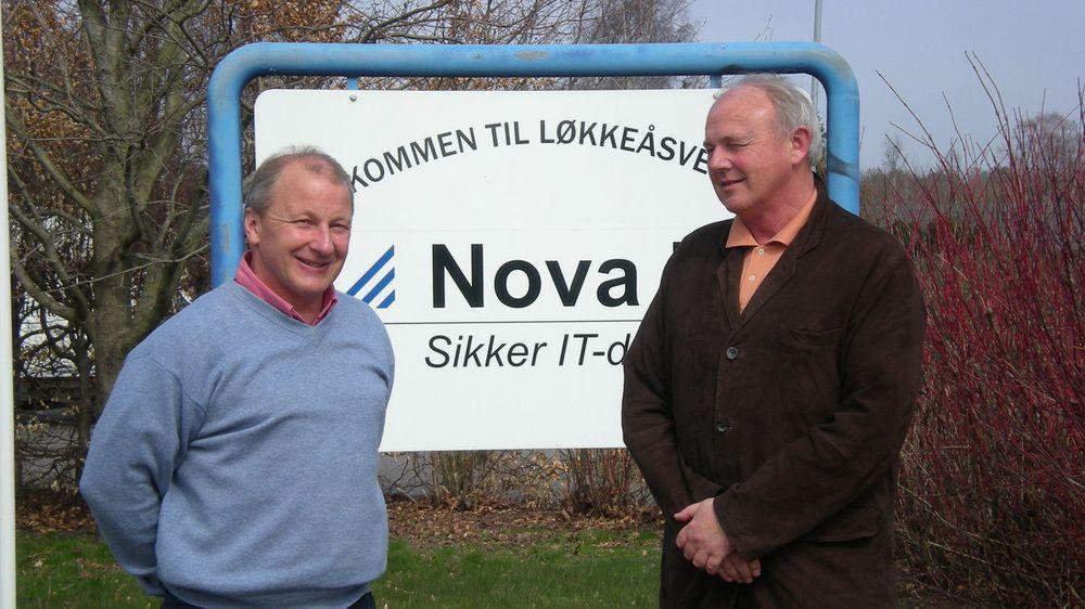 Dag Schøning-Olsen (tv) og Haakon Ulltveit-Moe i Nova IT holder til i landlige omgivelser på Nøtterøy.