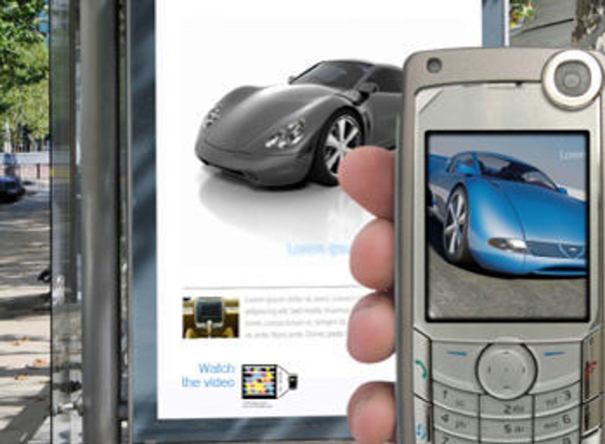 Merket nederst på plakaten leder mobilbrukeren til en video av bilen.