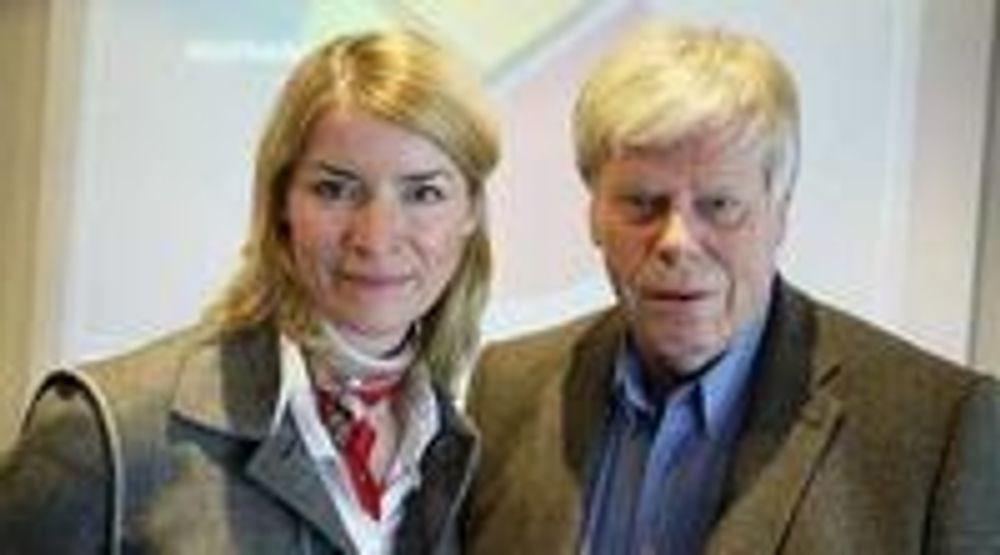Administrerende direktør Synnøve Bjørke (til venstre) og informasjonssjef Erik Andersen i Stiftelsen Elektronikkbransjen er forsiktig optimistiske for 2010.