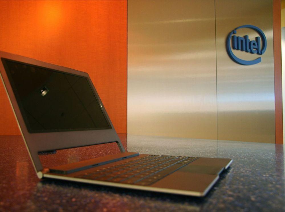Med 14 mm tykkelse er dette verdens hittil tynneste netbook. Den er basert på Intel Canoe Lake-plattform og Pine Trail-utgavene av selskapets Atom-prosessor.