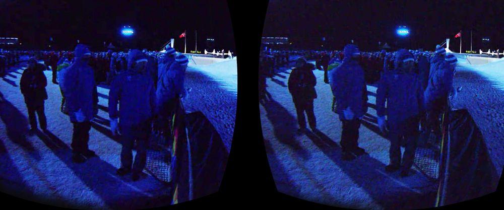 Hei! Hallo! Jeg er jo her jeg også. Å, nei. Det var jeg visst ikke. To øyeblikk tidligere pekte mannen til høyre på det som sannsynligvis er en ganske merkelig kamerarigg i Lillehammer.