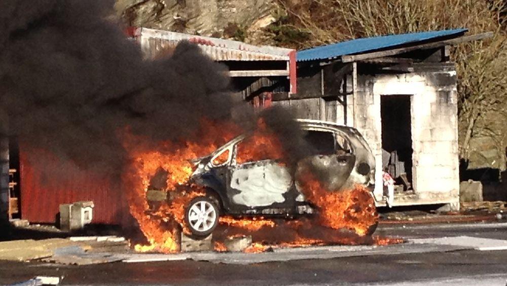 Fra et forsøk hvor branningeniørstudenter ved Høgskolen i Haugesund/Stord satt fyr på en Peugeot iOn.