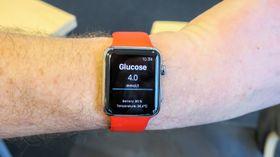 Rett pa Apple Watch: De som vil ha en smartklokke kan få verdiene fra sensoren rett inn på klokka over Bluetooth.