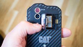 Doble kameraer: Den nye Cat-telefonen har et vanlig optisk kamera og et termisk kamera.