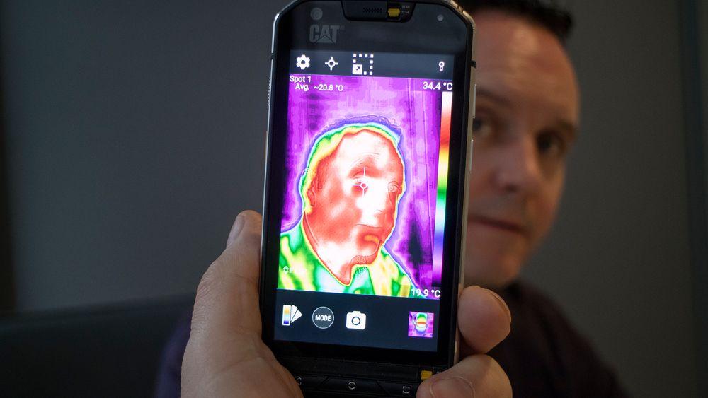 Termo: Produktsjefen for Cat-telefonene Pete Cunningham tror nye S60 vil slå an hos mange yrkesgrupper, men også hos forbrukere som vil eksperimentere med termokameraet og undervannsfotografering.