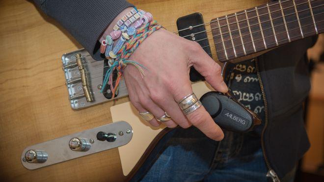Det begynte med noen skriblerier etter en fest. Nå har Aalberg Audio kontrakt med de største i musikkbransjen