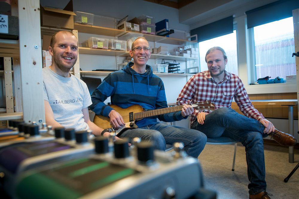 Made in Trondheim:  Aalberg Audio bygger produktene sine helt selv fra dette rommet på Dora i Trondheim. Fra venstre mot høyre: Rune Aalberg Alstad , Torkild Indstøy og Aleksander Torstensen.