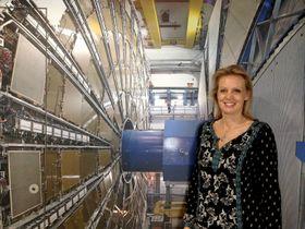 Flinke nordmenn: - Vi trenger flere norske ingeniører innen nesten alle våre områder, sier Anna Cook, som leder jakten på nye talenter i HR-avdelingen. Her avbildet nede i Atlas-detektoren.