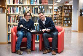 Anbefales: Både Jens Vigen, som har ledet biblioteket ved Cern i 22 år, og Vetle Nilsen, som avslutter sin tre år lange kontrakt, håper flere norske ingeniører finner veien til Cern.