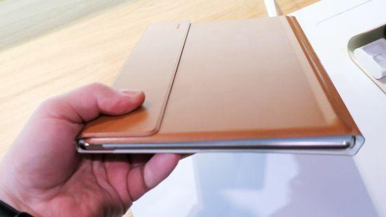 I skinn: Skal du ha glede av nettbrettet trengs skinnetuiet med tastatur på innsiden.