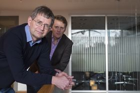Adm. dir. Per Jæger (t.v.) og markedssjef Jens Sjøgren i Bolig-produsentene frykter skiftende energikrav skal gi prosjekteringsfeil fordi beregningsmetodene endres uten at folk rekker å bli trygge på hvordan de brukes.