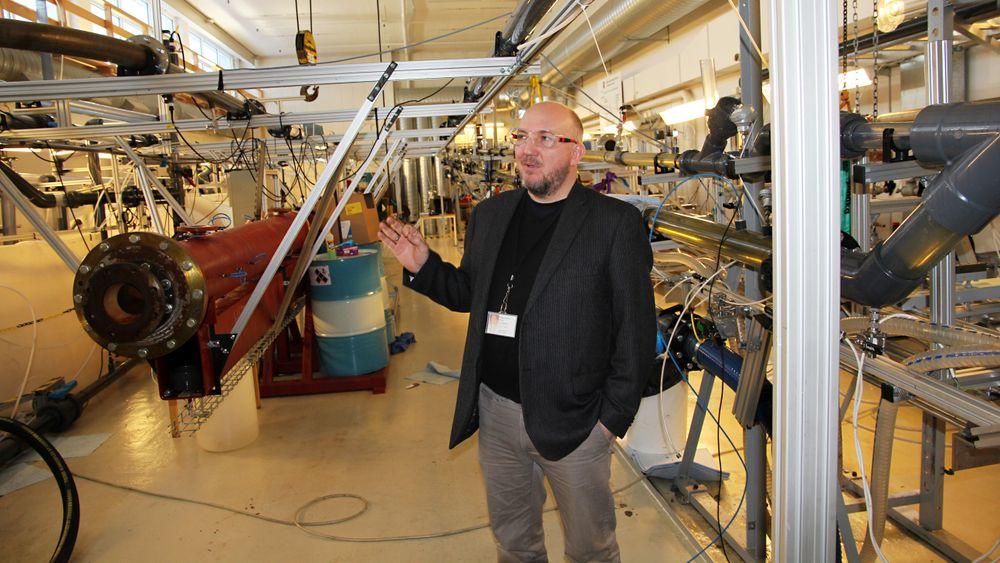 J. Kristan Sveen leder flerfaselabben ved IFE.