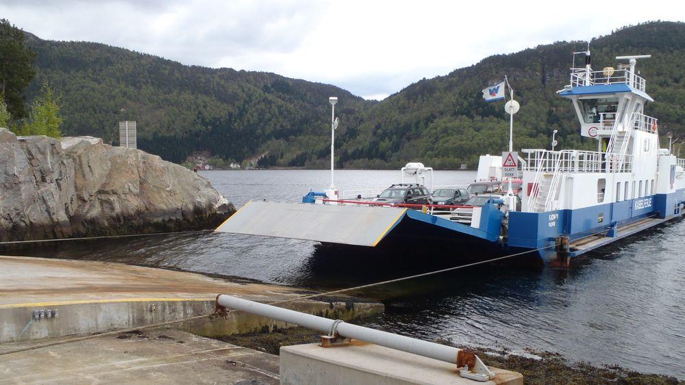 Fjon-M ble bygget ved Solund Verft i 2002. Den er bygget etter samme prinsipp som er benyttet på flerer ferger i Sverige. To Sabb Iveco dieselaggregat driver  pumper og leverer strøm til elektro-hydrauliske vinsjer.