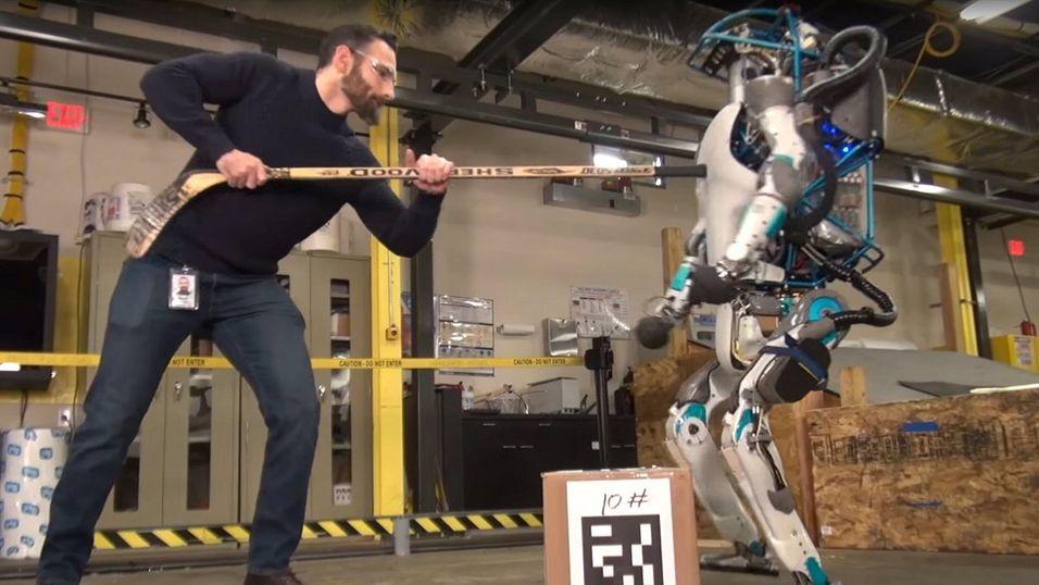 Mann mot robot. Enn så lenge taper roboten.