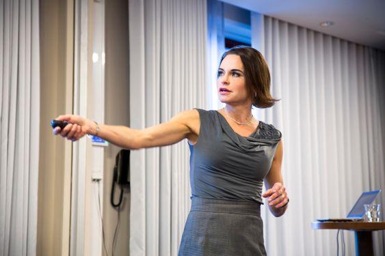 Om det er Skavlan-seere eller rådgivende ingeniører på seminar så engasjerer Maria Strømmes foredrag om hvordan hun mener nanoteknologi vil forandre måten vi lever på.