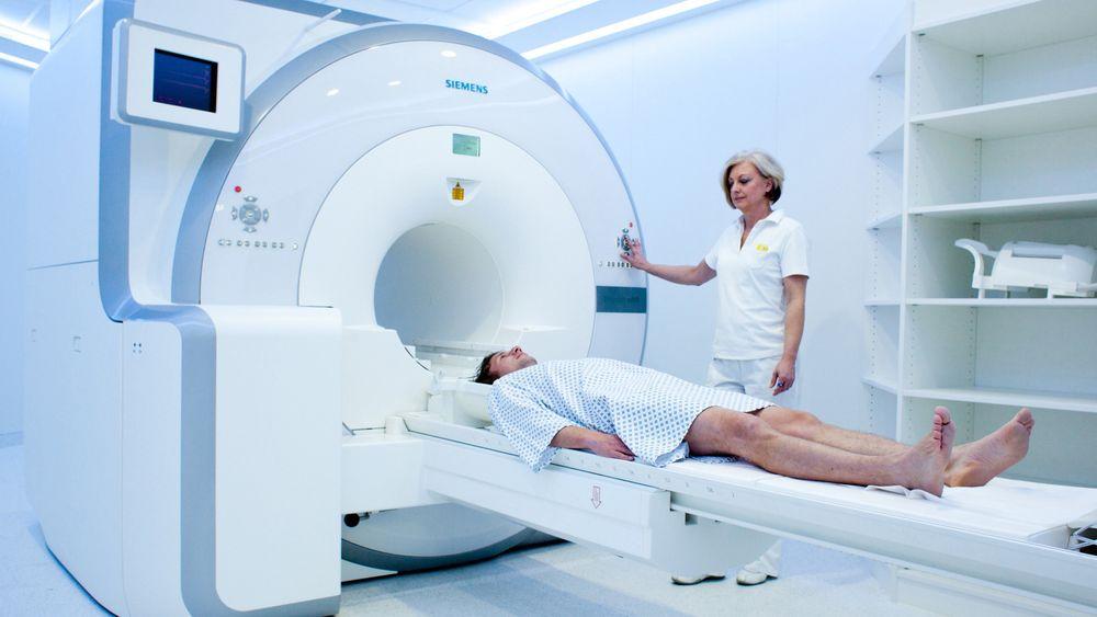 I 2010 så denne Siemens-maskinen, som er en kombinasjon av en MR-maskin og en PET-skanner, dagens lys. Med den kan radiografene for første gang samtidig visualisere endringer i strukturene i kroppens organer, hvordan de fungerer, og metabolismen deres