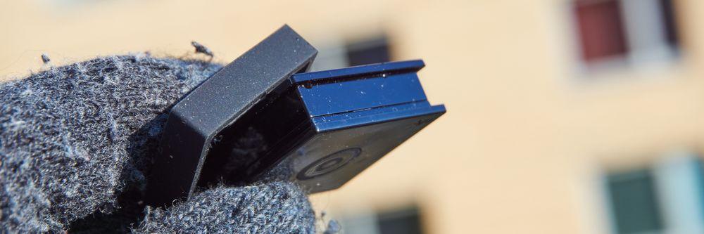 Uten dekselet på er brikken laget kun i hardplast, og ser ikke like pen ut.