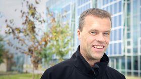 Verkssjef Geir Ausland er fornøyd med at rundt 350 tidligere REC-ansatte så langt har søkt på de nyopprettede stillingene ved Elkem Solar Herøya.