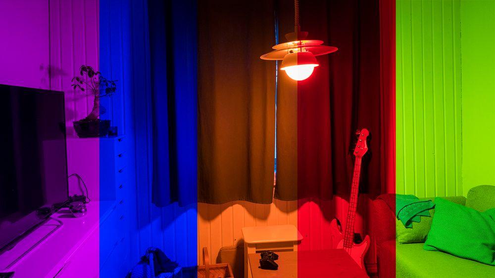 Fargene kommer fra Phillips Hue, men illustrasjonsbildet er satt sammen av fem bilder med fem ulike farger på lyset. Merk at siden øynene våre tilpasser seg lysstyrke og farger, vil lyset oppleves litt ulikt når man ser det selv.