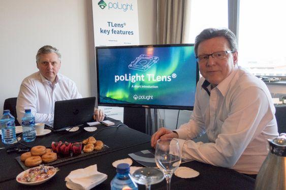 Klar til å erobre: Adm. direktør i poLight, Øyvind Isaksen (t.h.) og salgssjef Joakim Nelson snakker med alle mobilprodusentene og melder at 90 prosent er begeistret for den norske linseteknologien.