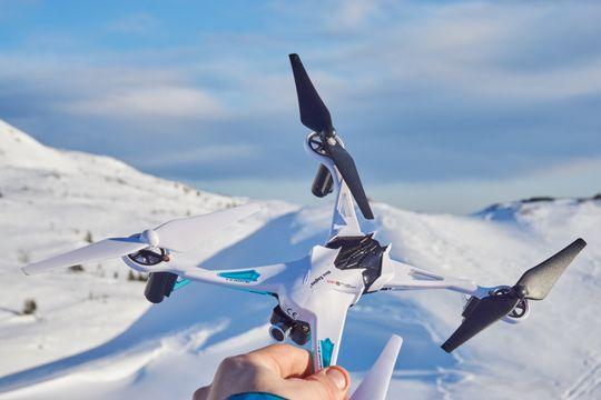 Oversiden og designet generelt er ganske rafft, sammenlignet med alle de andre dronene i testen.