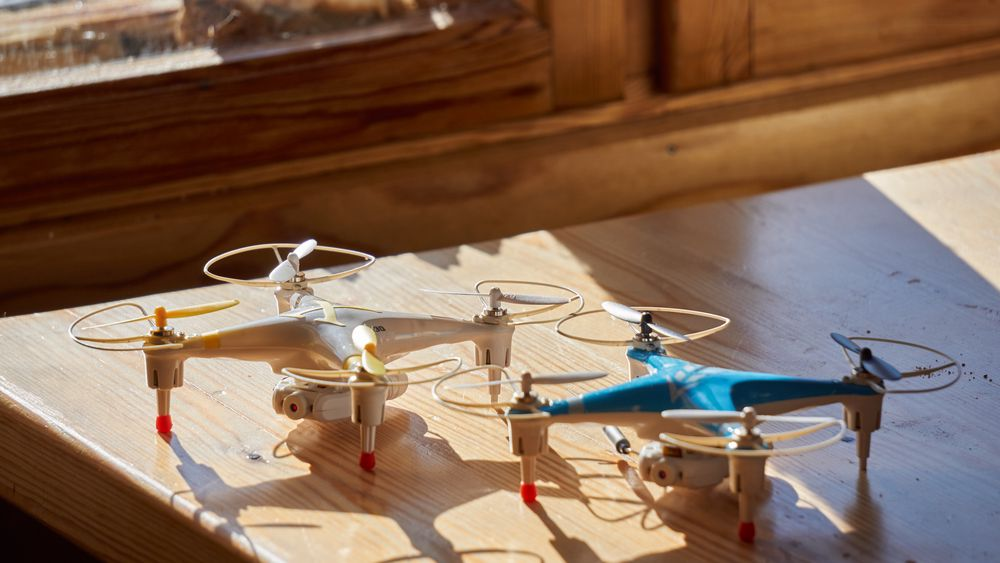 Cheerson CX-30W og Hábrók Plus CX-30W er i praksis samme drone – rent utenom farger, logoer og innpakning.