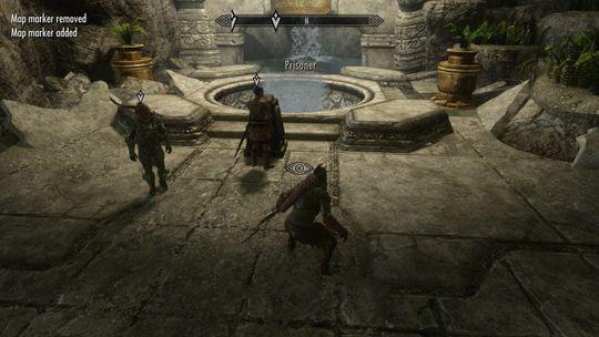 Eg og ein kompis speler samarbeidsmodus i Skyrim.