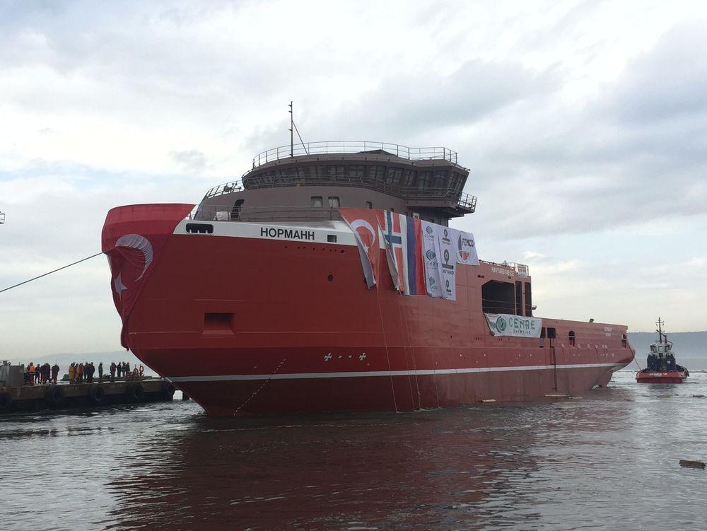 MV Normann og søsterskipet MV Pomor skal i slepes til Leirvik Verft for utrustning. Skipene ankommer ved månedsskiftet april/mai og skal levers det russiske rederiet i oktober.