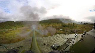 Vi festet kameraet på CV90-kanonen