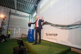 Olje- og energiminister Tord Lien åpnet SINTEFs oppgraderte flerfaselaboratorium på Tiller.