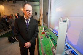 Senterleder for Flerfasesenteret ved SINTEF, Jon Harald Kaspersen presenterer det oppgraderte flerfaselaboratoriet.
