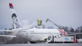 Avising av et Boeing 737-800 fra Norwegian på Oslo lufthavn.