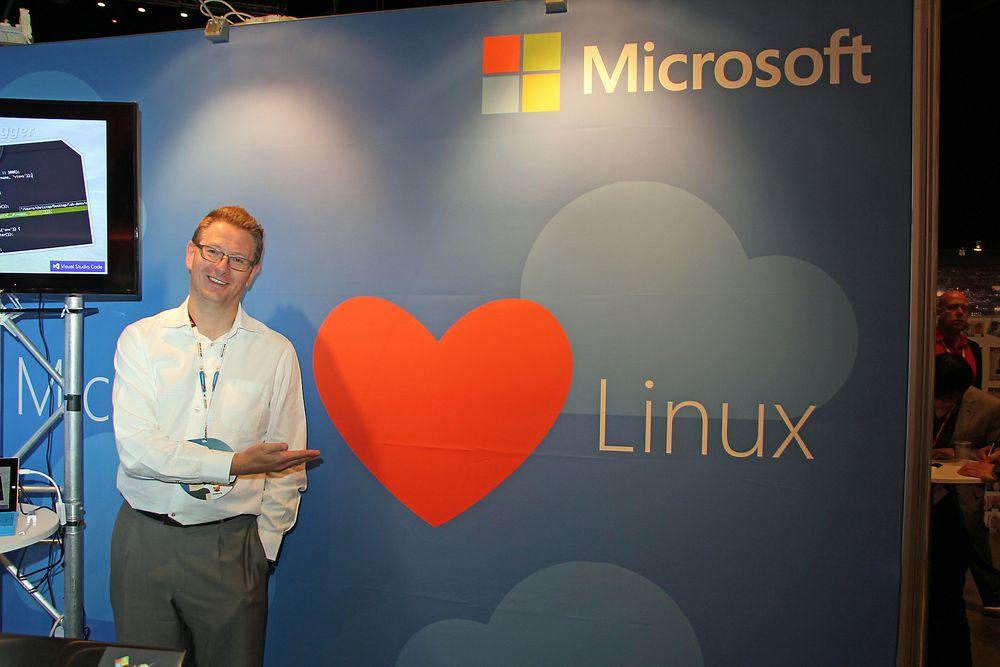 Microsoft Norges John Henrik Andersen forsøkte under JavaZone 2015 å overbevise deltakerne om at Microsofts tidligere Linux-hat har gått over til å bli ekte kjærlighet. Økningen av virtuelle Linux-servere i selskapets nettsky tyder på at kundene liker det de hører.