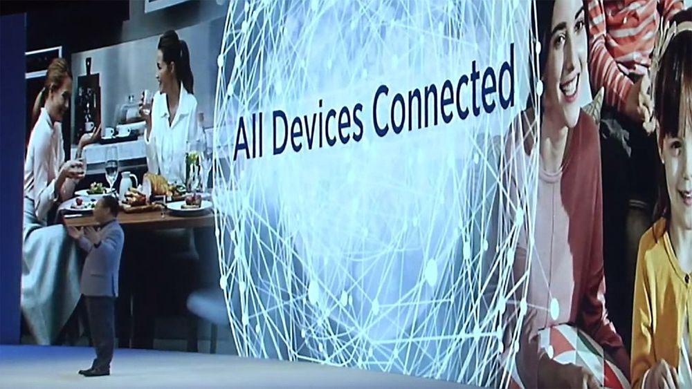 Åpenhet og samarbeid er nødvendig dersom visjonen til Samsung-president UH Eom, om at alle enheter skal kunne knyttes sammen, skal kunne oppfylles. Bildet er fra IFA-messen i Berlin i forrige uke.