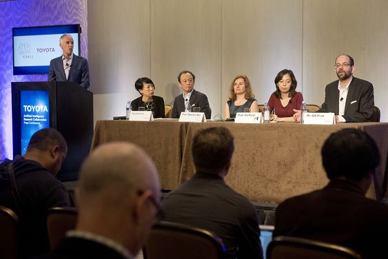 Partnerskap om kunstig intelligens mellom Toyota, MIT og Stanford University - fra pressekonferansen i sept. 2015.