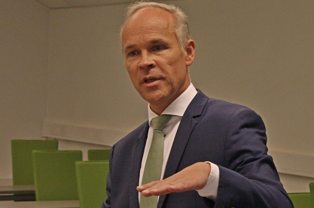 IKKE HAM: IKT-Norge mener at ansvaret for digitalisering ikke bør ligge hos kommunal- og moderniseringsminister Jan Tore Sanner (bildet), men i stedet flyttes til Finansdepartementet, som har mer pondus, penger og makt.