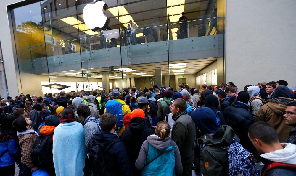 Det var kø utenfor Apple-butikken også i Munchen denne helgen i forbindelse med lanseringen av årets nye iPhoner.
