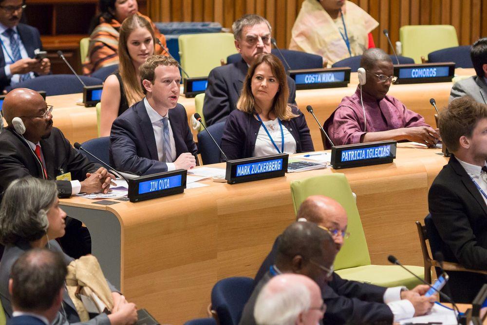 Lørdag talte Mark Zuckerberg i FN, og lover å bidra til initiativer om å gi alle mennesker tilgang til internett.