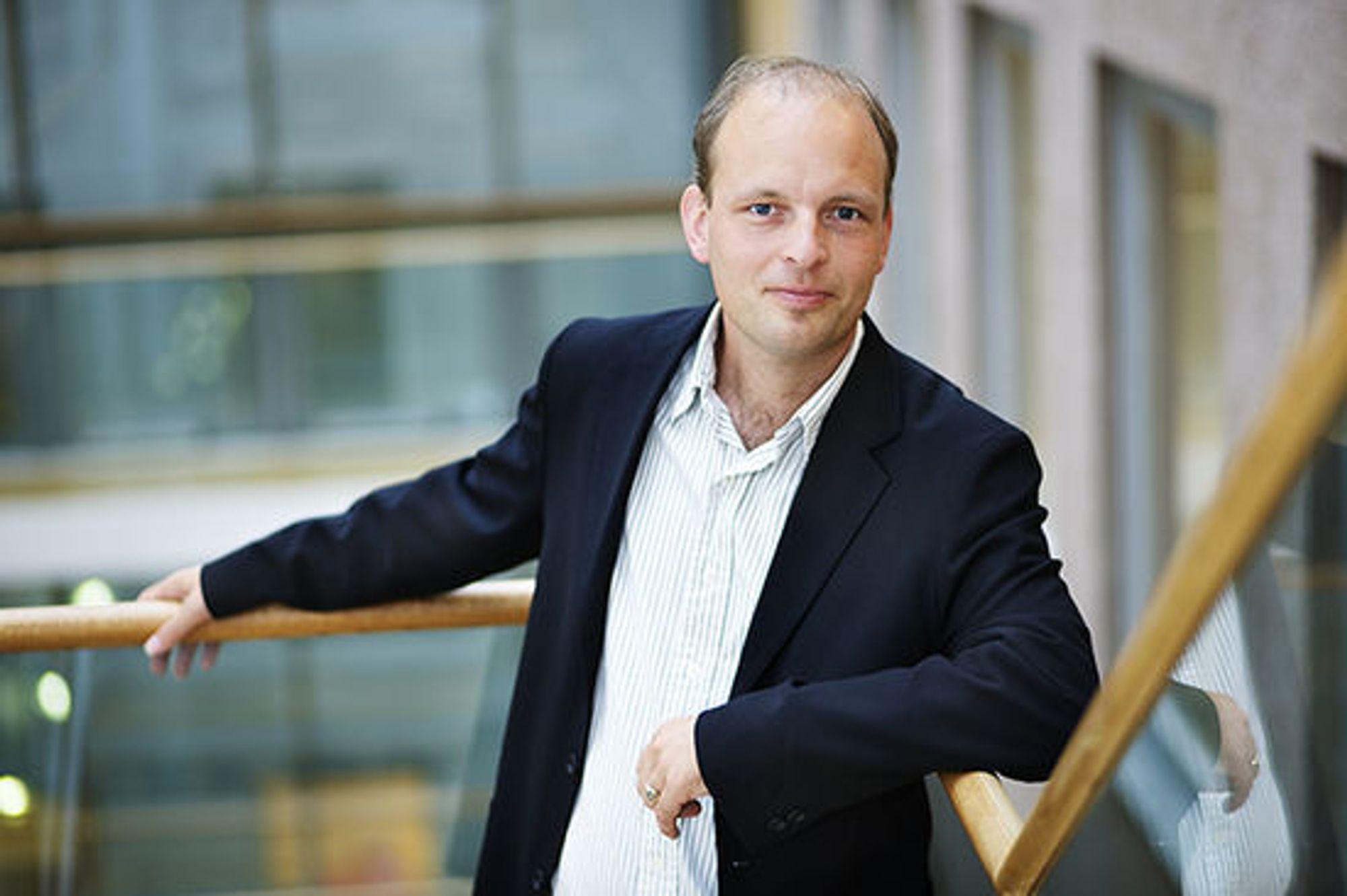 – Analytikere i dag bruker 80 prosent av tiden sin på å tilrettelegge data. Det er ikke hensiktsmessig, sier Henrik Slettene.
