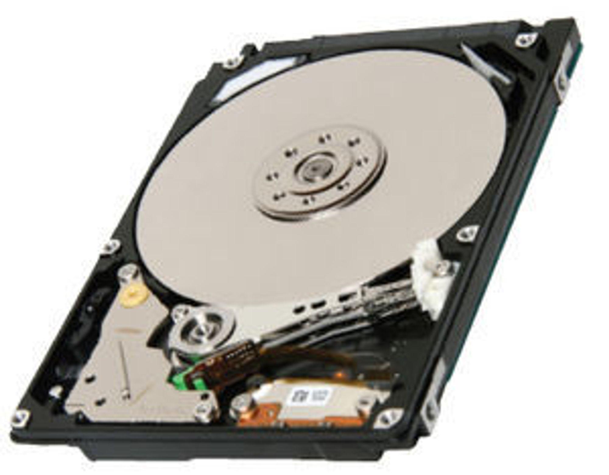 Toshiba MK7559GSXP 2,5 tommers harddisk med to plater og 750 gigabyte lagringskapasitet.