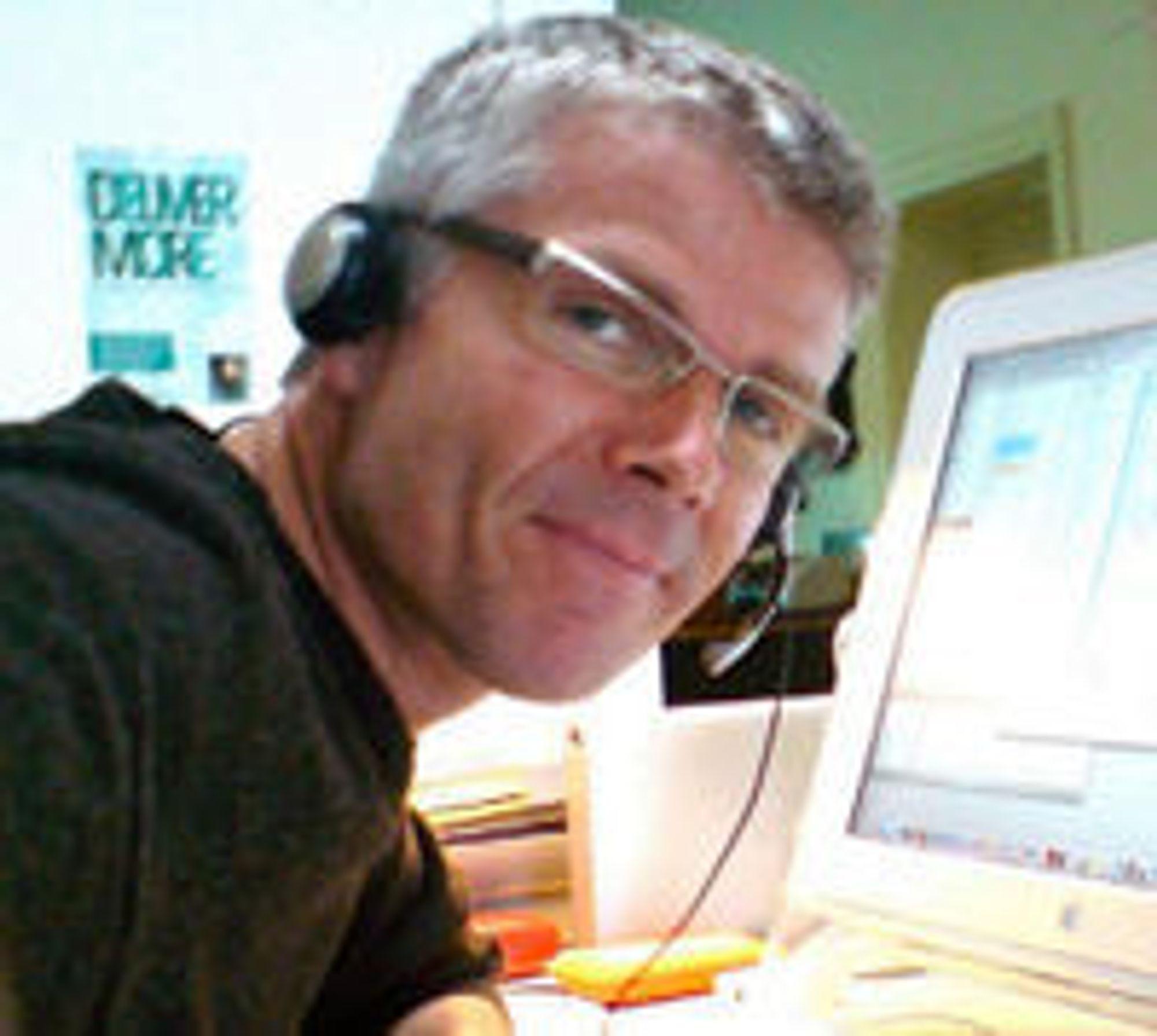 Erling Storvik sier han har et lidenskapelig forhold til tekstmeldinger.