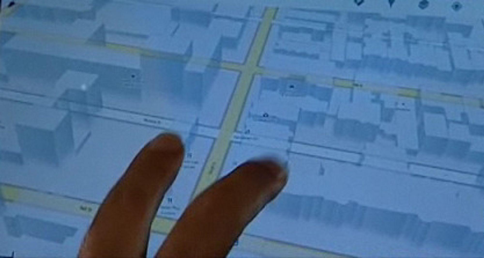 Andy Rubin demonstrerer den nye 3D-funksjonen i Google Maps.