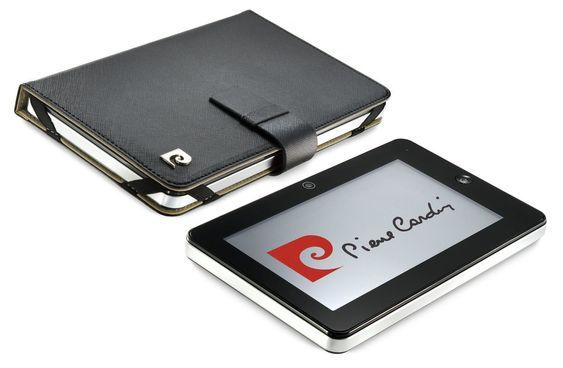 Læretui og Micro SD-kort på fire ekstra gigabyte følger med på kjøpet. Prisen er såvidt under 2000 kroner.